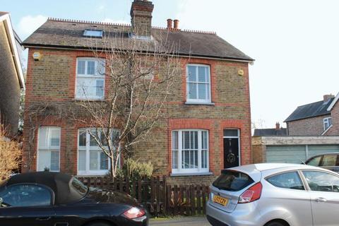 3 bedroom semi-detached house to rent - Harvest Road, Englefield Green, Egham