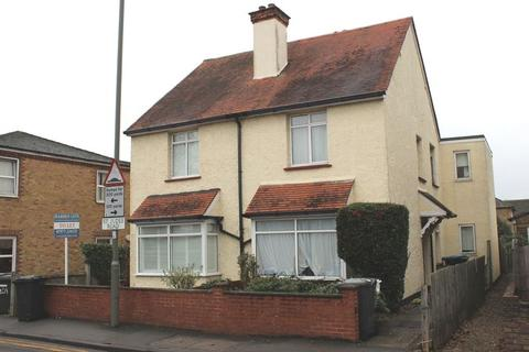 4 bedroom semi-detached house to rent - St Judes Road, Englefield Green