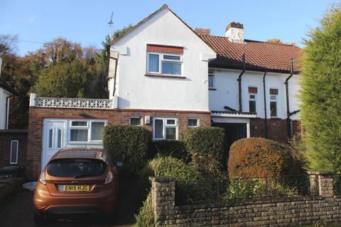 6 bedroom semi-detached house to rent - Egham - Close to the back gate of Uni