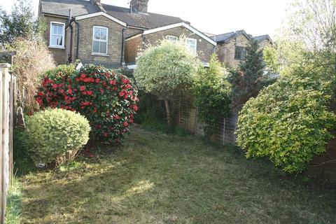 3 bedroom end of terrace house to rent - Strode Street, Egham - 3 Beds/2 baths