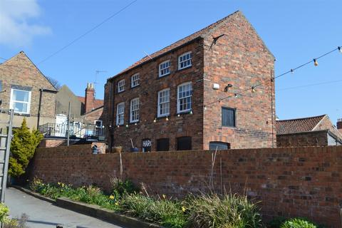 Property for sale - R/O 19 Market Place, Hornsea