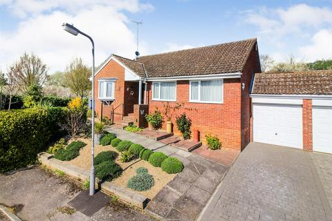 3 bedroom bungalow for sale - Gainsborough Place, Aylesbury
