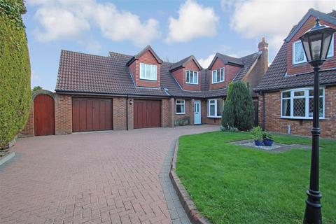 4 bedroom detached house for sale - All Saints Close, Waltham, Grimsby