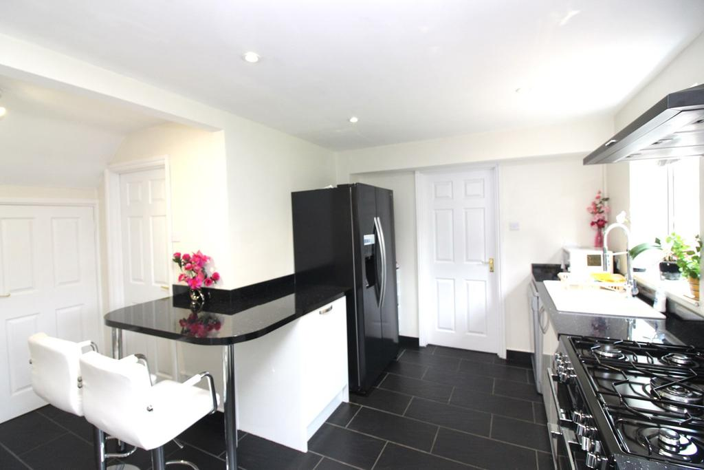 Manchester Close Stevenage Sg1 4 Bed Detached House For