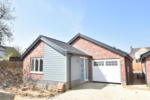 2 bedroom detached bungalow for sale - The Follies, Felixstowe Road, Ipswich, IP3 9AA