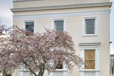 3 bedroom apartment to rent - Pittville, Cheltenham
