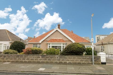 3 bedroom detached bungalow for sale - Burns Drive, Rhyl