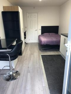 Studio to rent - 2 Powell street