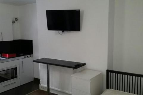 Studio to rent - St. Barnabas Road