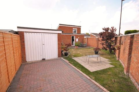 2 bedroom detached bungalow to rent - Beaufort Drive, Binley, Coventry
