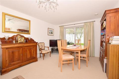 4 bedroom detached house for sale - Poynder Drive, Holborough Lakes, Kent