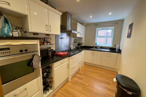 3 bedroom apartment to rent - Carisbrooke Road,  Leeds, LS16