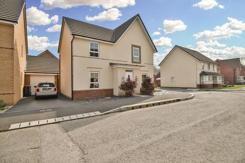4 bedroom detached house for sale - Park Way, Rogerstone, Newport