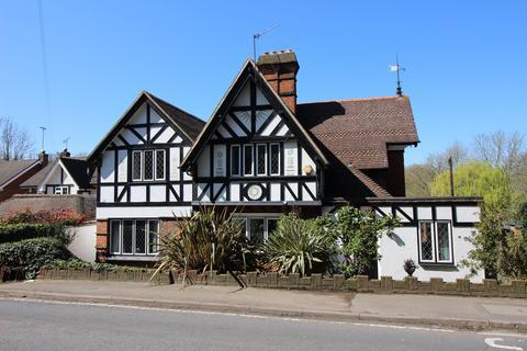 4 bedroom detached house for sale - Old Malden Lane, Worcester Park  KT4