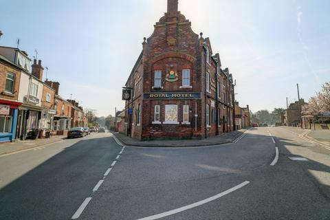 Studio to rent - The Royal Hotel, Southgate, Eckington