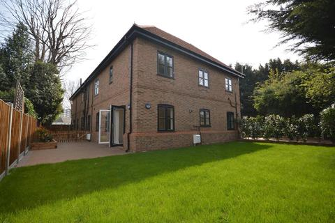 2 bedroom apartment for sale - Hare Lodge, Upper Brentwood Road, Gidea Park, RM2