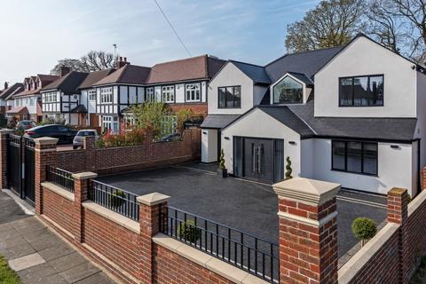 4 bedroom detached house for sale - Clarendon Way Chislehurst BR7