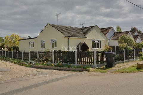 3 bedroom bungalow for sale - Central Avenue, Hullbridge.
