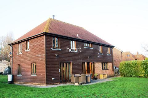 5 bedroom detached house for sale - Barn, 2 Grove Bridge, Ashford