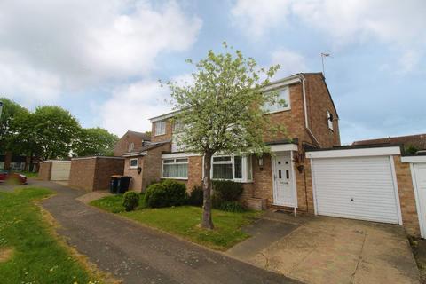 3 bedroom semi-detached house to rent - Lincroft, Oakley, Bedford, MK43