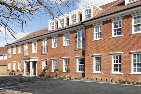 3 bedroom apartment to rent - Manor Road, Chigwell, IG7