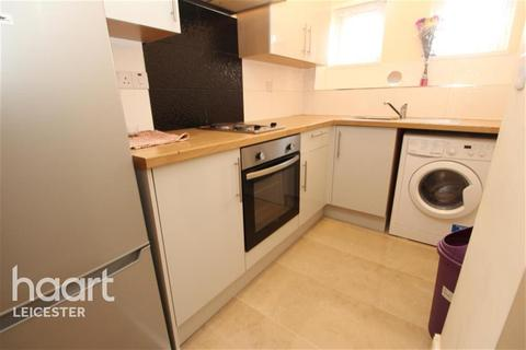 Flat to rent - Montague Road off Queens Road