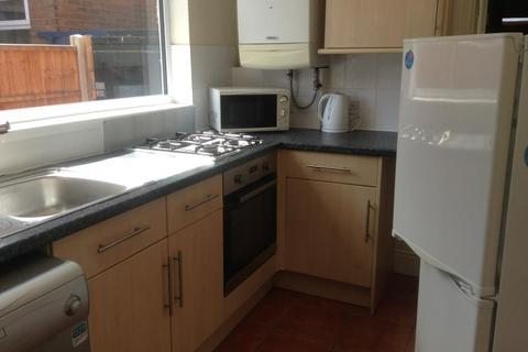 6 bedroom semi-detached house to rent - Gristhorpe Road, Selly Oak