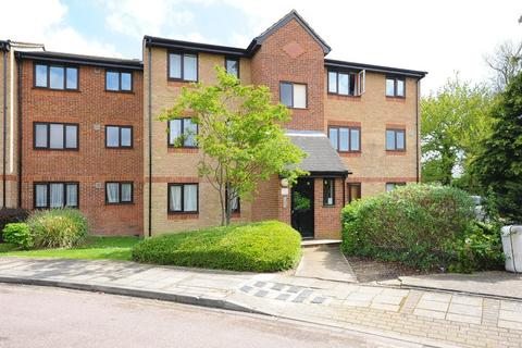 1 bedroom ground floor flat to rent - Chartwell Close, Greenford