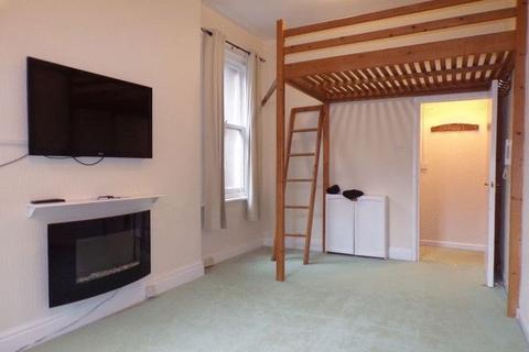 Studio to rent - Cecil Road, Bournemouth