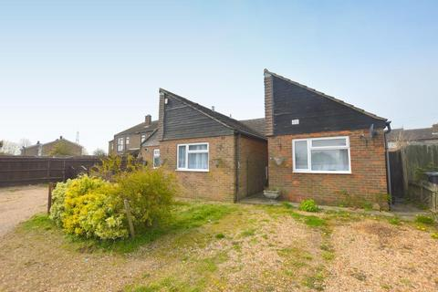 3 bedroom bungalow for sale - Hills View, Upper Sundon, Luton, Bedfordshire, LU3 3PD