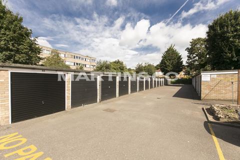 Garage to rent - Queenswood Gardens, Wanstead