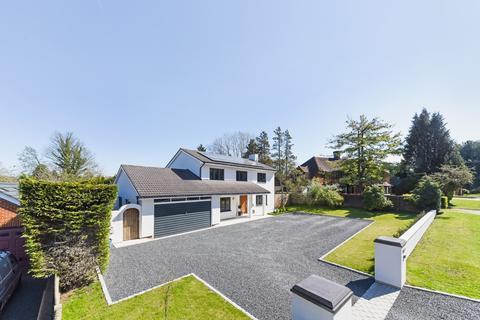 4 bedroom detached house for sale - Garden Walk, Coulsdon, CR5