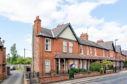 3 bedroom end of terrace house for sale - Mill Lane, Heworth, York