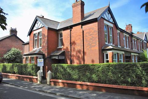 5 bedroom end of terrace house for sale - Cleveland Road, Lytham
