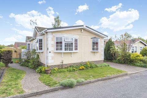2 bedroom detached bungalow for sale - Newbury, Berkshire, RG20