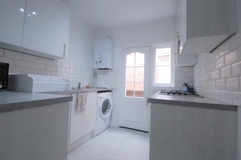 3 bedroom ground floor flat to rent - Marlborough Road, Bowes Park