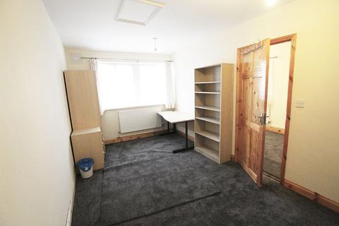 Studio to rent - Hardenwaye