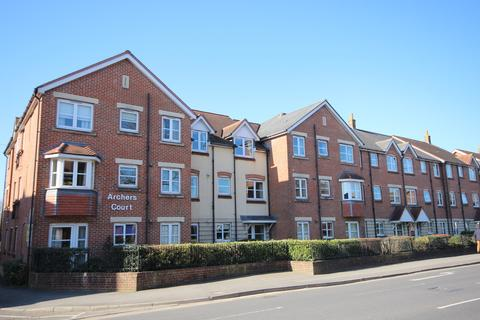 2 bedroom apartment for sale - Archers Court, Salisbury