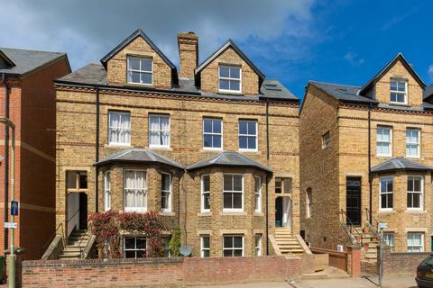 4 bedroom semi-detached house to rent - Worcester Place, Oxford, OX1 2JW