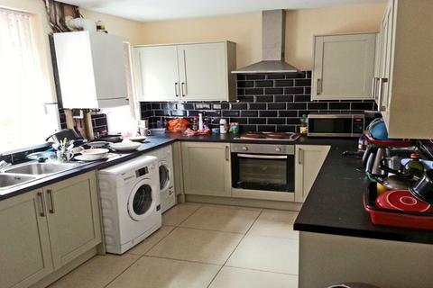 6 bedroom terraced house to rent - SHARED HOUSE - 14 Crofton Street , M14 4DX