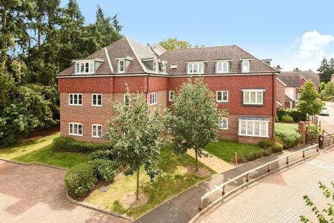 2 bedroom flat to rent - Upper Meadow, Hedgerley Lane, Gerrards Cross, Buckinghamshire, SL9