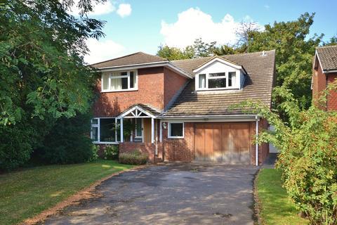 4 bedroom detached house for sale - Carrick Gate, Esher, KT10