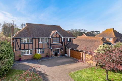 5 bedroom detached house for sale - Newmans Close, Broadstairs