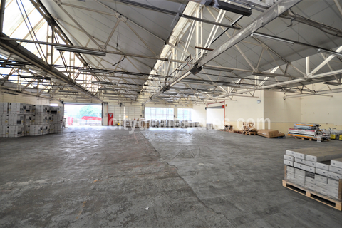 Warehouse to rent - Western Aveue, Acton W3 0RB