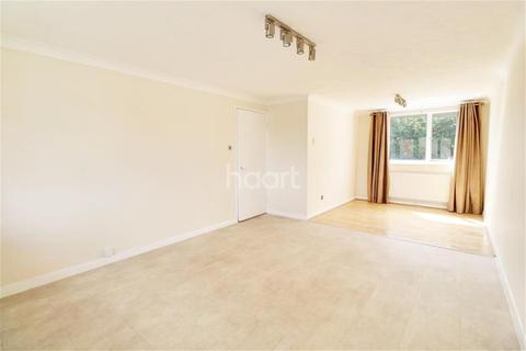 2 bedroom flat to rent - ROMFORD,