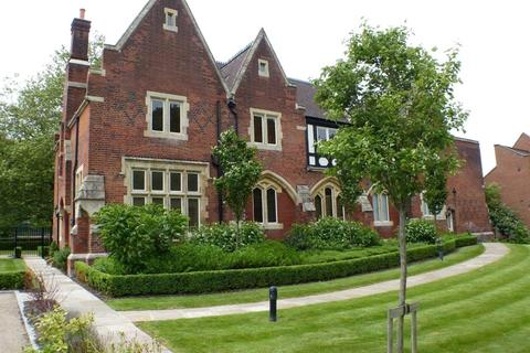 3 bedroom flat to rent - Brewster Court, The Galleries, Brentwood, Essex, CM14