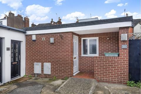 1 bedroom flat for sale - The Courtyard, Prestbury Road, Cheltenham, GL52 2PN
