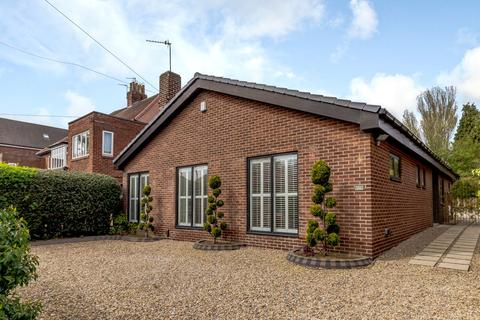 3 bedroom detached bungalow for sale - Kenton Avenue, Gosforth, Newcastle Upon Tyne, Tyne And Wear