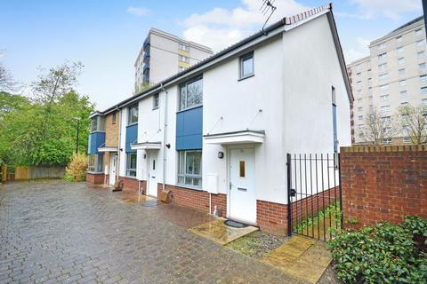 2 bedroom end of terrace house for sale - The Groves, Bristol