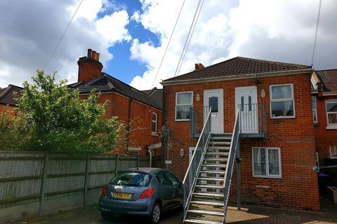 2 bedroom apartment to rent - Queens Road, Southampton